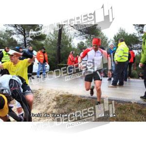 photos-trail-du-ventoux-2013-bedoin-mont-ventoux-11ieme-edition / trail-du-ventoux-2013-photos-passage-apres-les-ocres-3km